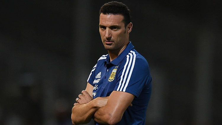 Lionel Scaloni, pelatih Timnas Argentina merasa beruntung timnya imbang melawan Paraguay. Copyright: © INDOSPORT