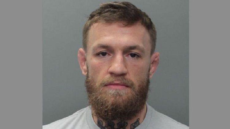McGregor ditahan oleh pihak kepolisian Miami usai melakukan tindakan kriminal terhadap fansnya Copyright: © MMA Weekly