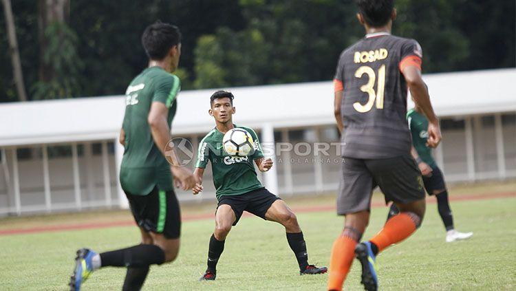 T. M Ichsan (tengah) saat mengikuti TC Timnas Indonesia U-23 di Stadion Madya Senayan, Selasa (12/03/19). Copyright: © Herry Ibrahim/INDOSPORT