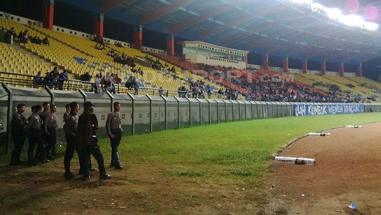 Ilustrasi Kursi tribun di Stadion Si Jalak Harupat, Kabupaten Bandung, tampak kosong. Copyright: © Arif Rahman/INDOSPORT