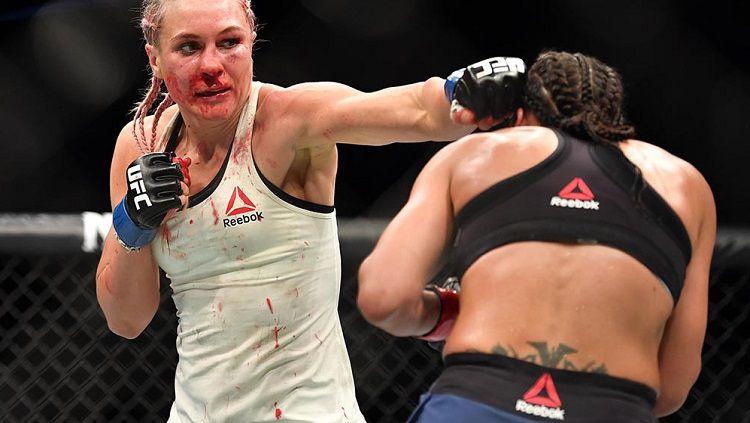 Yana merupakan petarung UFC asal Rusia yang memenangkan duel dengan Marion Reneau dengan cedera hidung. Copyright: © MMA Junkie