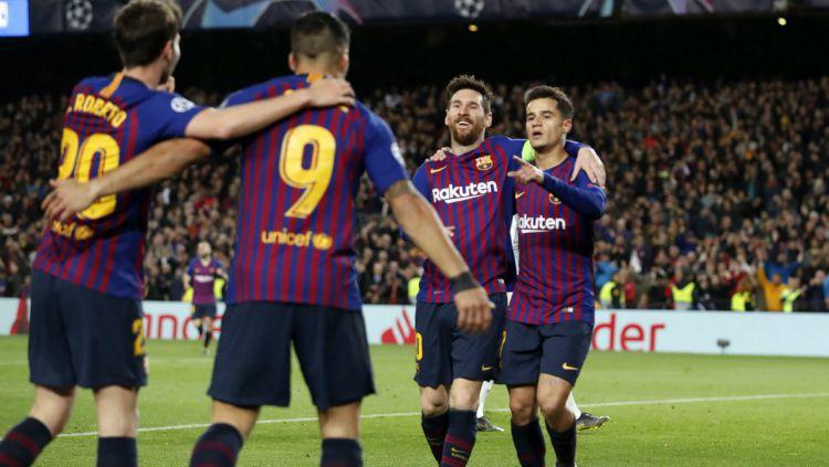Pemain Barcelona Melakukan selebrasi Copyright: © Twitter