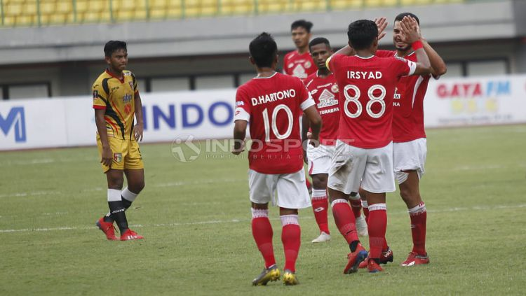 Aksi selebrasi pemain Semen Padang saat melawan Mitra Kukar di Piala Presiden 2019. Copyright: © Herry Ibrahim/INDOSPORT