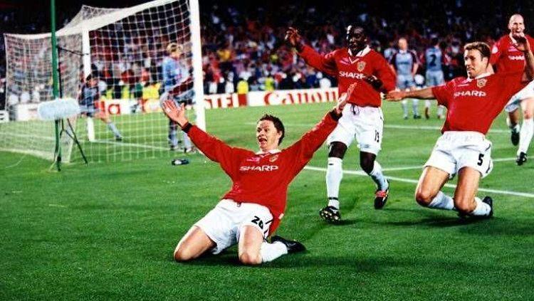 Ole Gunnar Solskjaer saat merayakan gol di Camp Nou pada tahun 1999. Copyright: © Twitter @Football__Tweet