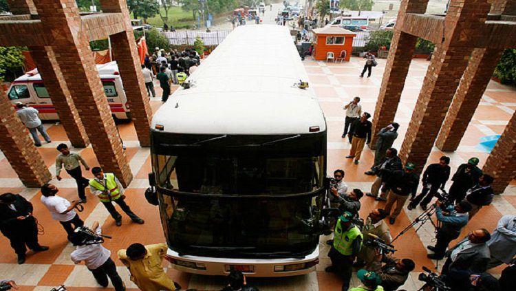 Bus tim kriket Pakistan mendapatkan serangan tembakan pada Maret 2009 Copyright: © Reuters