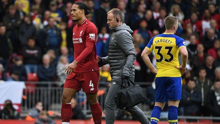Virgil van Dijk (kiri) saat melawan Southampton Copyright: © INDOSPORT