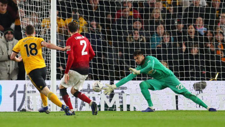 Proses gol Diego Jota ke gawang Romero Copyright: © INDOSPORT