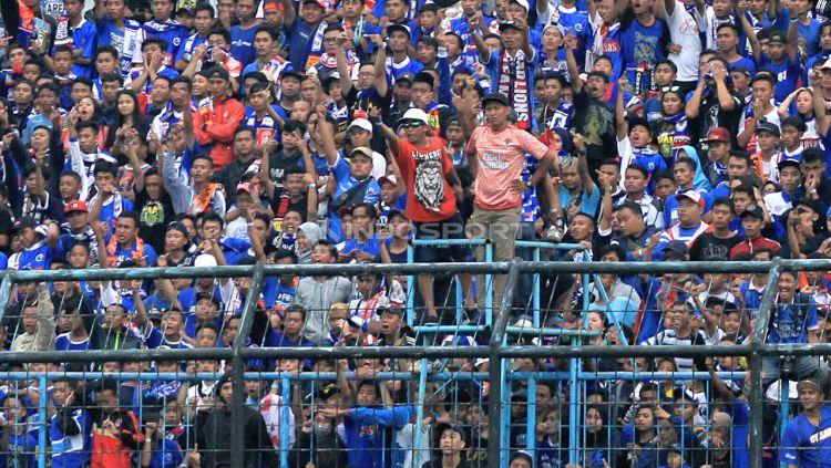 Aremania Pendukung Arema FC. Copyright: © Ian Setiawan/Indosport.com