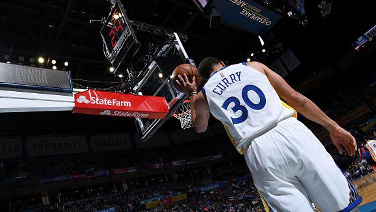 Stephen Curry pemain megabintang Golden State Warriors. Copyright: © INDOSPORT