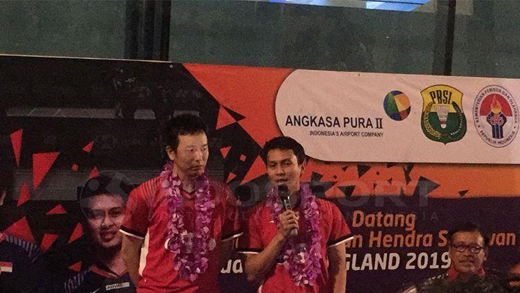 Pasangan ganda putra Indonesia peraih gelar juara All England 2019 Mohammad Ahsan/Hendra Setiawan. Copyright: © INDOSPORT/Petrus Manus Da