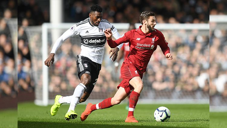 Adam Lallana menguasai bola. Copyright: © INDOSPORT