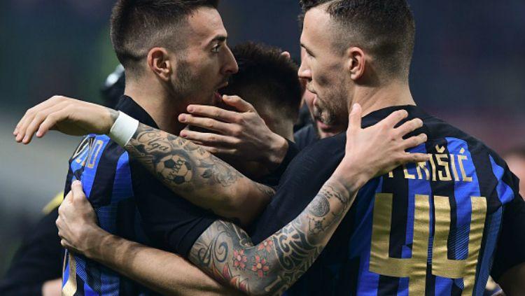Pemain Inter Milan Merayakan gol Vecino Copyright: © Indosport