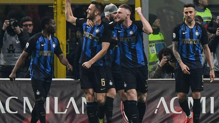 Pemain Inter Rayakan gol de Vrij Copyright: © Indosport