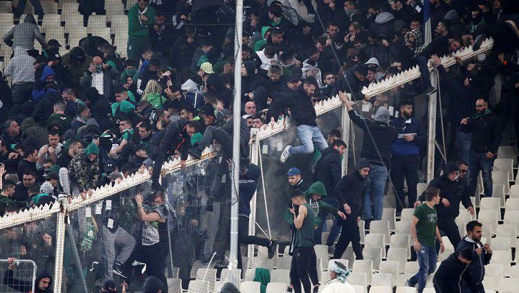 Laga Panathinaikos vs Olympiakos ricuh Copyright: © Reuters