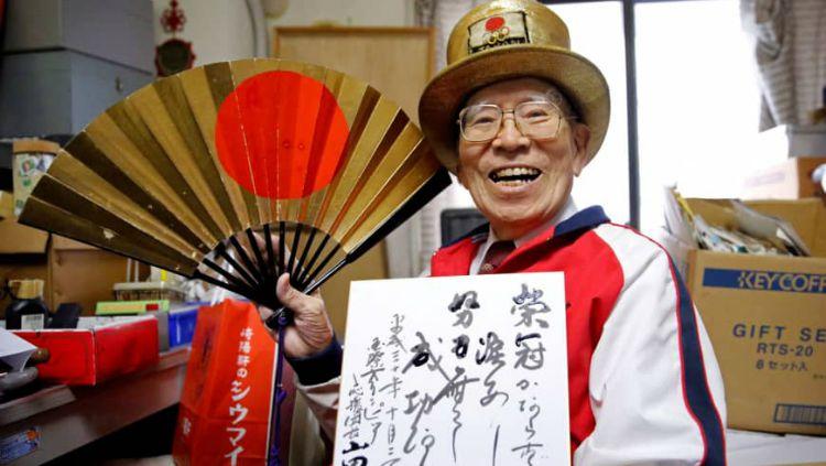 Fan berat Olimpiade asal Jepang, Naotoshi Yamada. Copyright: © Reuters