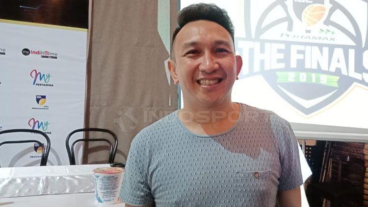 Augie Fantinus, aktor sekaligus mantan manajer Timnas Basket Putri Indonesia Copyright: © Shintya Anya Maharani/INDOSPORT