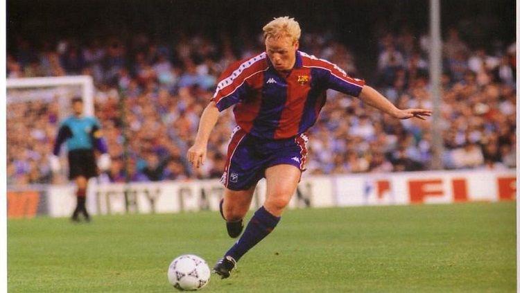 Ronald Koeman yang pernah menjadi top skor Liga Champions merupakan salah satu pemain kelas dunia jebolan FC Groningen. Copyright: © FC Barcelona
