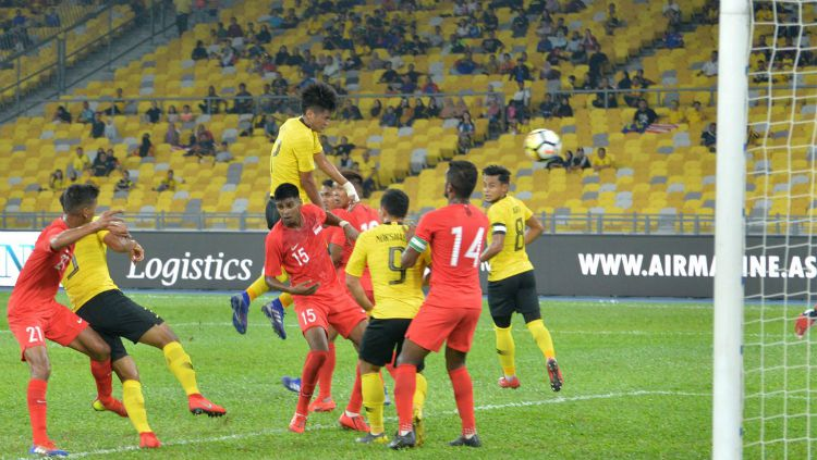 Pemain Malaysia saat berhadapan dengan Singapura di Ajang Marine Cup Copyright: © Twitter/FAM_Malaysia