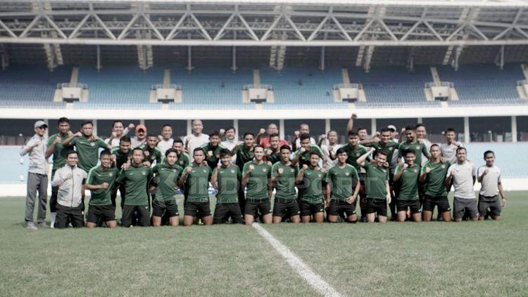 Latihan terakhir timnas Indonesia U-23 jelang laga perdana kualifikasi Piala AFC U-23 2020 di Stadion My Dhin Hanoi Vietnam. Copyright: © Zainal Hasan/INDOSPORT
