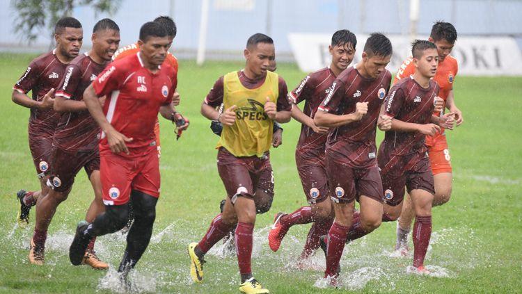 Latihan Persija Jakarta di guyur hujan Copyright: © persija.id