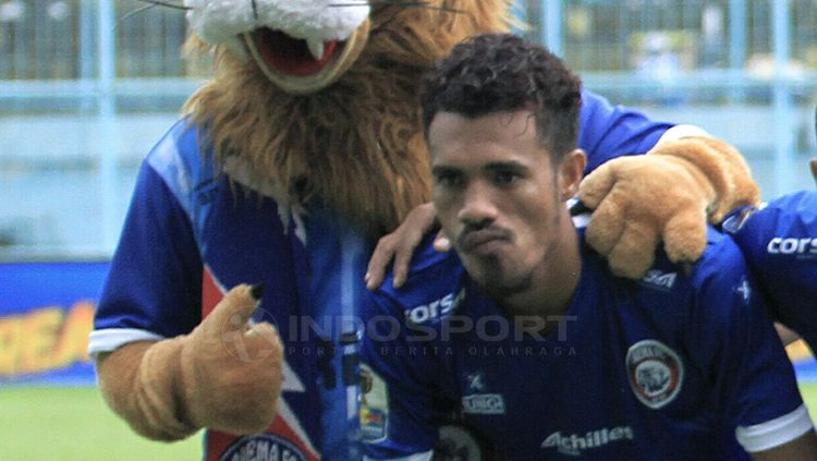 Bek Arema FC Alfin Tuasalamony Copyright: © Ian Setiawan/INDOSPORT