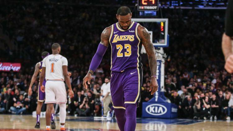 Superstar LA Lakers, LeBron James berkomentar usai kekalahan dari Toronto Raptors. Copyright: © USA Today