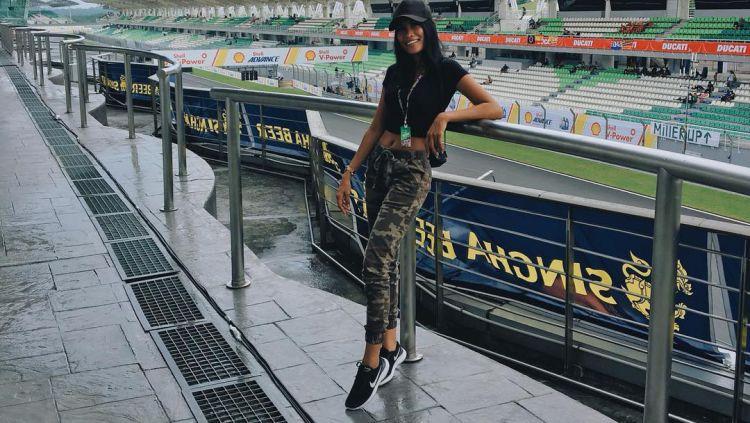 Umbrella girl asal Batak, Nasya Marbun turut menjadi sorotan ketika Maverick Vinales sukses menjadi juara di MotoGP Malaysia 2019. Copyright: © instagram.com/nasyamarbun/