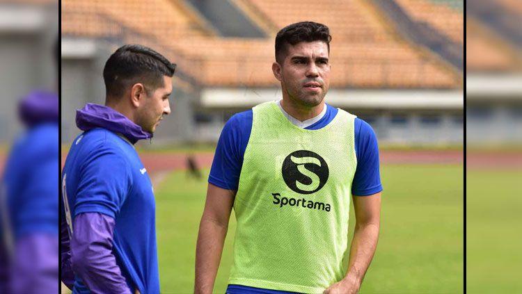 Bek baru Persib Bandung, Fabiano Rosa Beltrame telah menjalani latihan pada Maret 2019 lalu. Copyright: © persib.co.id