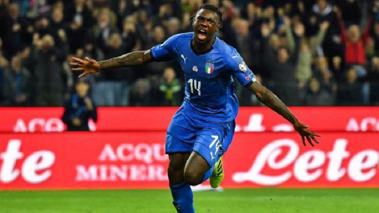 Penyerang muda Italia yang kini bermain untuk Everton, Moise Kean, menjadi pemain incaran AS Roma. Copyright: © AFP