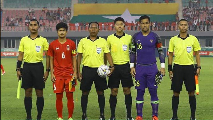 Kapten Andritany Ardhiyasa berfoto sebelum memulai pertandingan Timnas Myanmar vs Timnas Indonesia di laga uji coba internasional FIFA, Senin (25/03/19). Copyright: © PSSI