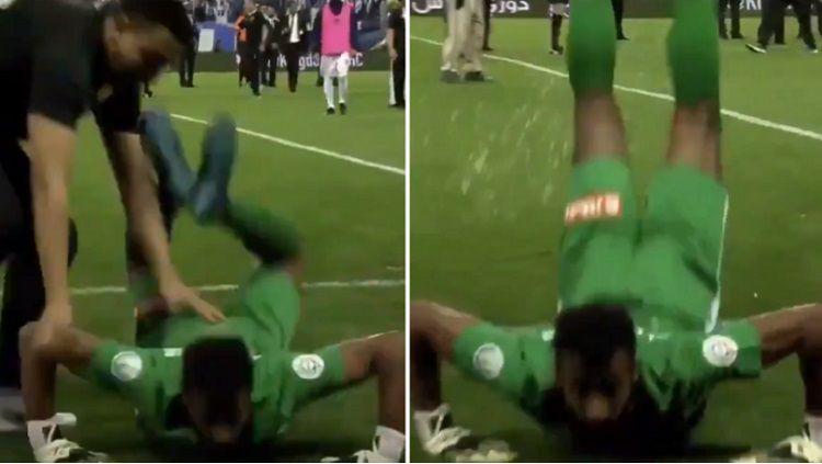 Kiper Ohod FC, Abdullah Hussain Al-Qaisher Lakukan Gerakan Mirip Cacing di Laga vs Al Hilal, Sabtu (24/3/19). Copyright: © Sportbible