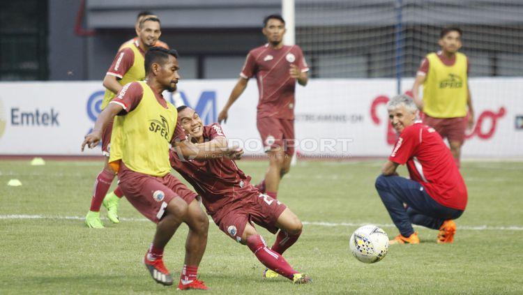 Latihan Persija Jakarta di stadion Patriot Bekasi. Copyright: © Herry Ibrahim/Indosport.com
