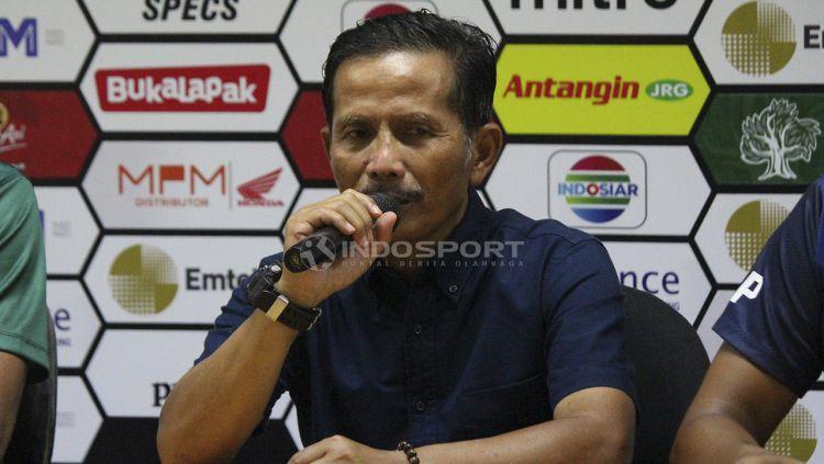 Pelatih Barito Putera, Djadjang Nurdjaman saat konfrensi pers. Copyright: © Fitra Herdian/Indosport.com