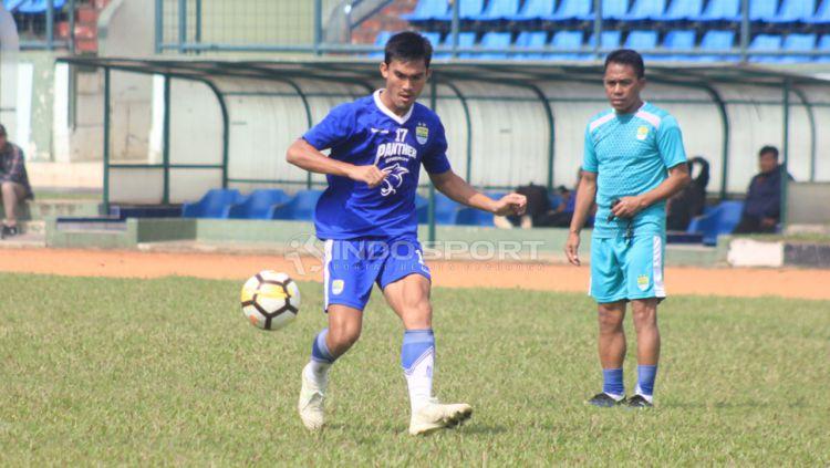 Pemain Persib Bandung, Zalnando, berlatih menyambut laga Liga 1 2019 di Stadion Siliwangi, Kota Bandung, beberapa waktu lalu. Copyright: © Arif Rahman/Indosport.com