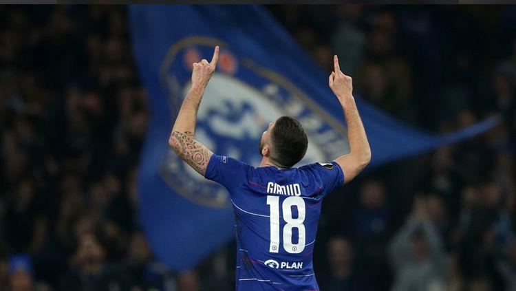 Olivier Giroud bangga bisa menjuarai Liga Europa 2018/19 bersama Chelsea. Copyright: © Twitter/@EuropaLeague