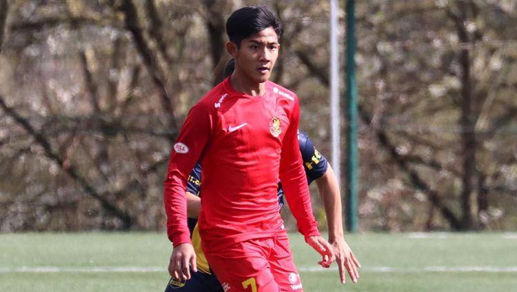 Pemain muda asal Indonesia, Firza Andika, berhasil mencetak dua gol untuk AFC Tubize U-18 saat pertandingan persahabatan melawan Marcet Academy of Barcelona Copyright: © afctubize_asia_official