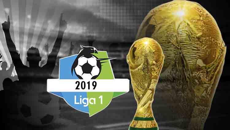 Logo Liga Indonesia dan trofi Piala Dunia Copyright: © INDOSPORT