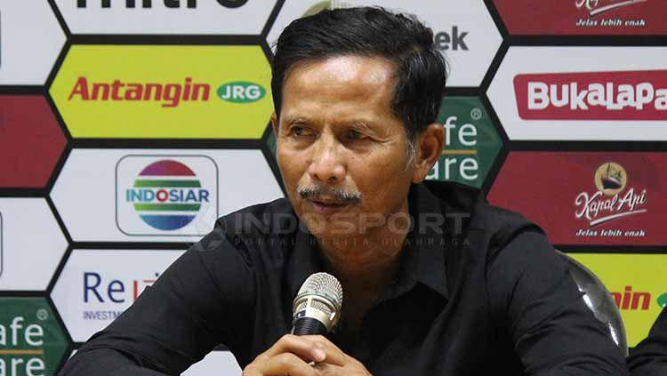 Djajang Nurdjaman dalam jumpa pers usai laga. Fitra Herdian/INDOSPORT Copyright: © Fitra Herdian/INDOSPORT
