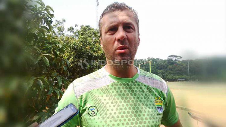 Pelatih Persib, Miljan Radovic di Lapangan Saraga ITB, Kota Bandung, Rabu (10/04/19). Foto: Arif Rahman/INDOSPORT Copyright: © Arif Rahman/INDOSPORT