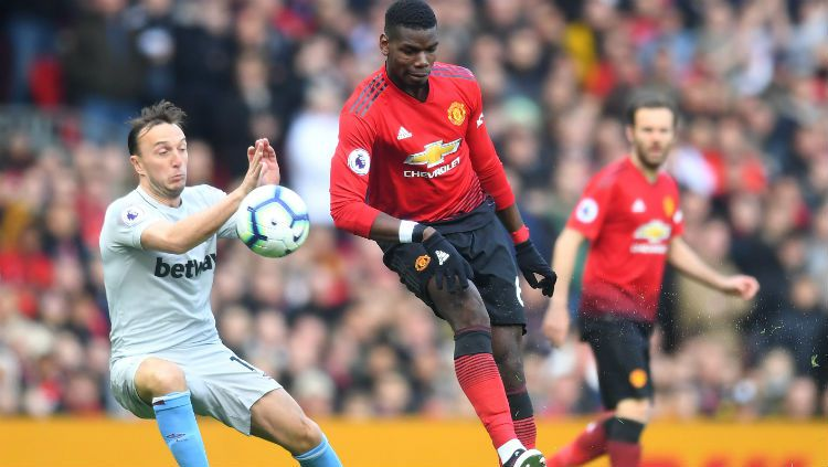 Paul Pogba dibayangi oleh Mark Noble Copyright: © Michael Regan/Getty Images