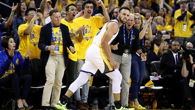Stephen Curry tidak ingin menutup pintu untuk comeback Golden State Warriors di game 5 NBA Finals 2019 melawan Toronto Raptors. Ezra Shaw/GETTY IMAGES. Copyright: © Ezra Shaw/GETTYIMAGES