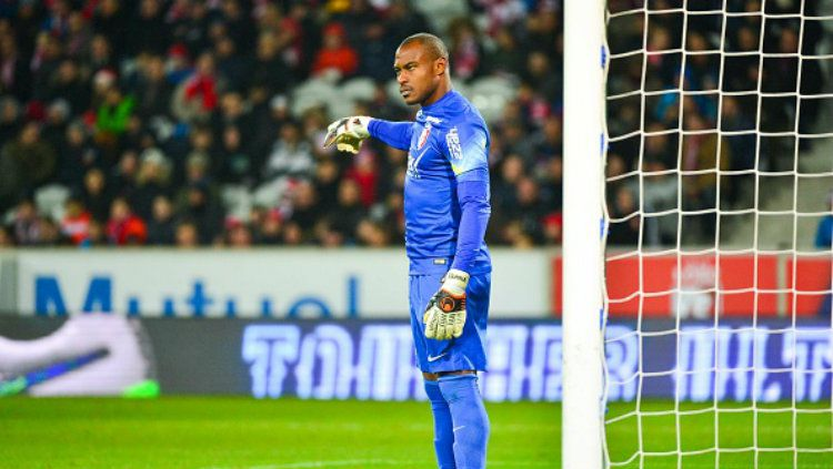 Enyeama ketika membela klubnya. Copyright: © Dave Winter / Icon Sport