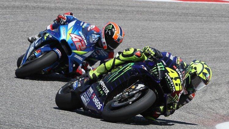 Valentino Rossi sempat unggul atas Alex Rins di MotoGP Amerika Serikat, Senin (15/04/19) dini hari WIB, di Circuit of the Americas, Austin. Copyright: © Autosport