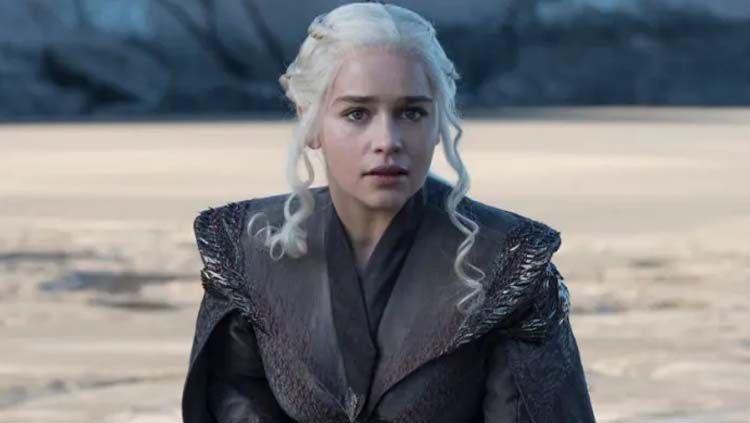 Emilia Clarke saat memerankan Daenerys Targaryen di serial televisi Game of Thrones. Foto: maxim.com Copyright: © maxim.com