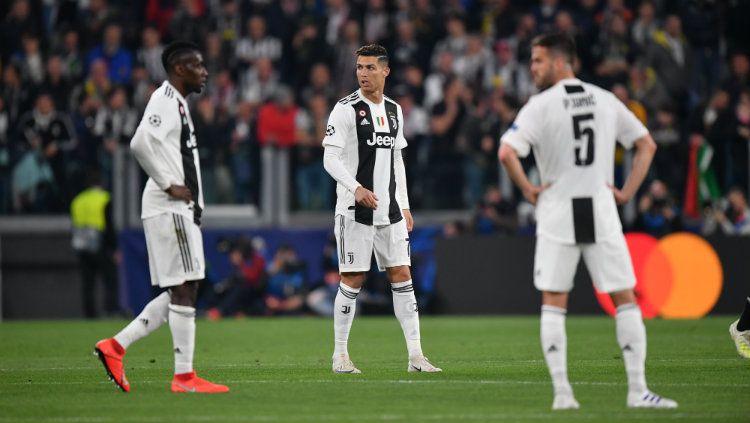 Cristiano Ronaldo dan rekan-rekannya saat melawan Ajax Amsterdam. Copyright: © Stuart Franklin/Getty Images