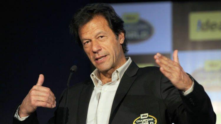 Imran Khan, mantan atlet kriket yang menjadi PM Pakistan. Copyright: © INDRANIL MUKHERJEE/AFP/Getty Images