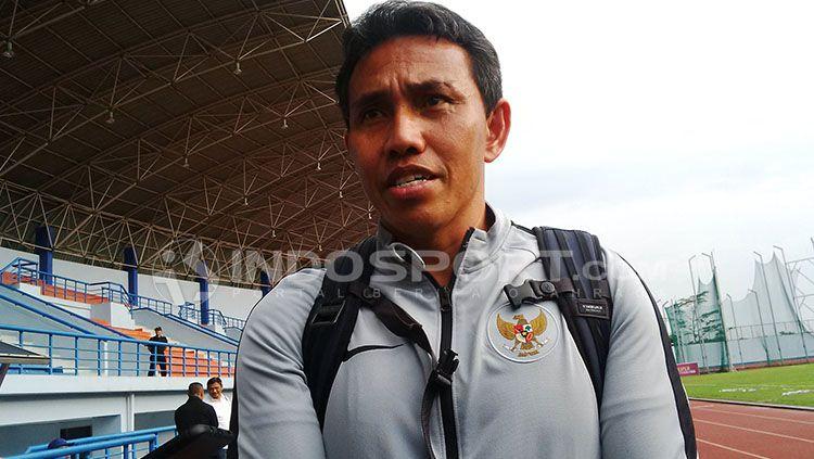 Pelatih Timnas Indonesia U-16, Bima Sakti. Copyright: © INDOSPORT/Arif Rahman