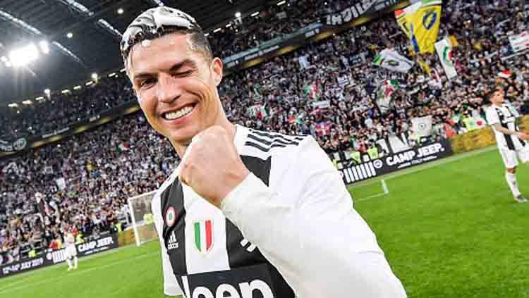 Setelah Inggris dan Spanyol, kini Cristiano Ronaldo berhasil meraih gelar juara liga domestik di Italia, fantastis. Copyright: © Daniele Badolato - Juventus FC / GETTY IMAGES
