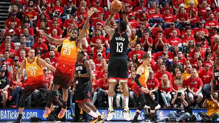 Houston Rockets vs Utah Jazz di NBA Playoffs 2019 game ke-3. Copyright: © Melissa Majchrzak/GETTYIMAGES