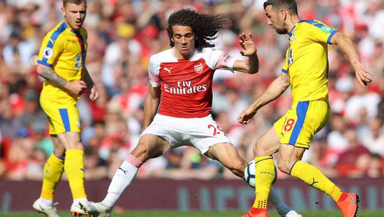Pemain Arsenal, Matteo Guendouzi tidak terlihat ketika timnya sedang berpesta usai merengkuh gelar juara Piala FA. Copyright: © Warren Little/Getty Images